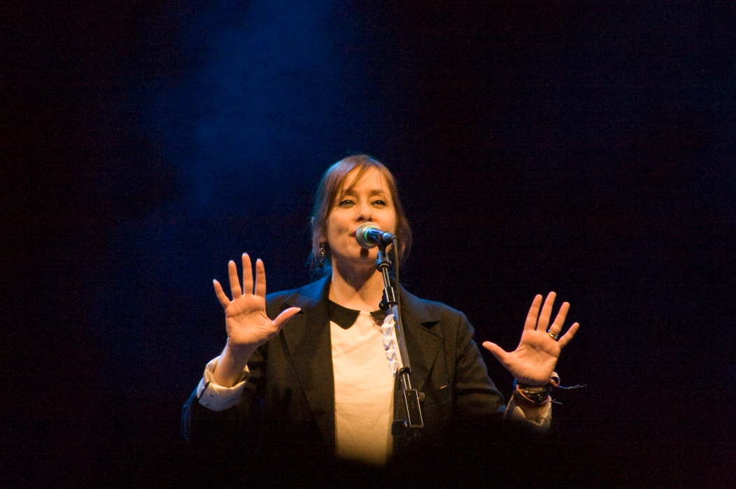 Suzanne Vega on stage - Glastonbury 2011